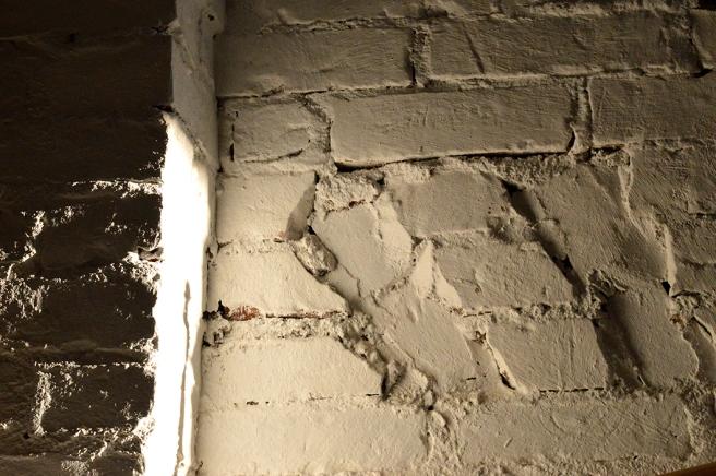 En som älskar murar, tegelstenar och rappning kan inte gå förbi det här utan att ta en bild.
