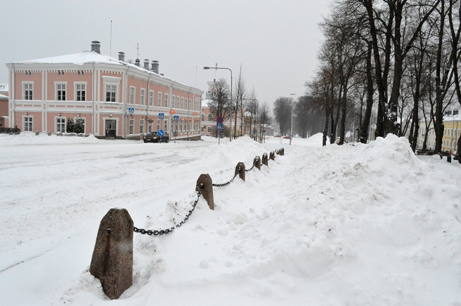 En hel del snö har vi fått, men det ser ju alltid mer ut då kyrkparkeringen (utanför bild till höger) putsats upp.