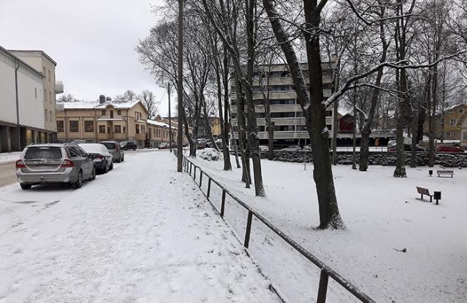Östra Tullgatan med biografhuset till vänster. Den gula byggnaden är stadsbiblioteket.