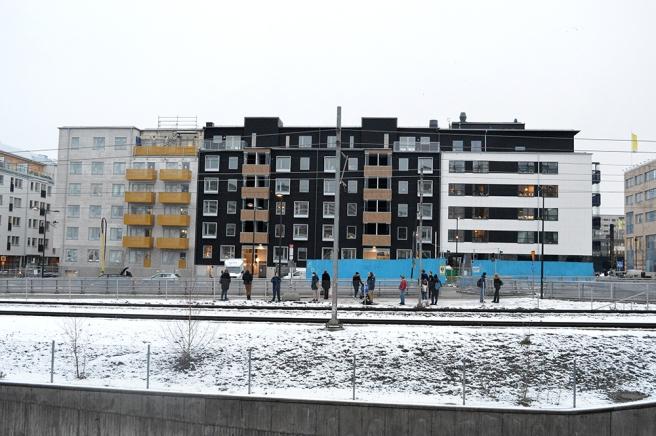 Det här nybygget gillar jag faktiskt. P-platser utanför Täby centrum har fått ge vika för bostadshus och bilarna hänvisas till underjordiska hallar.