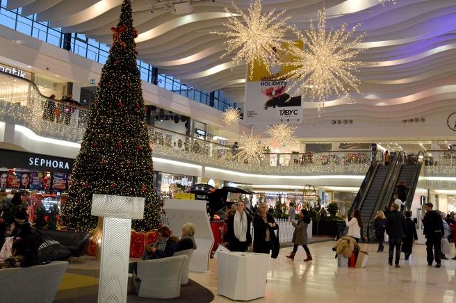 Täby centrum är alltid vackert upplyst och dekorerat inför jul och nyår.