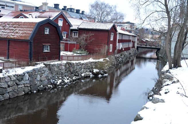 Mycket vackert med de gamla husen vid ån.