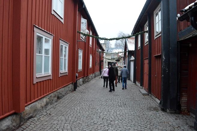 På väg mot Stora Torget, längs en gränd.