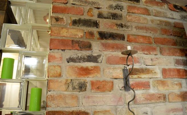 En fin vägg hos en frisersalong i stan.