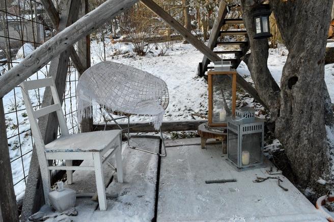 Bilden är tagen från gården till Vackerbacka, ett av julhemmen, och får fungera som symbolisk bild i sammanhanget.