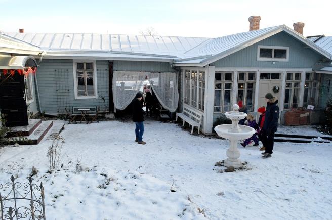 Vackerbacka i vinterskrud.