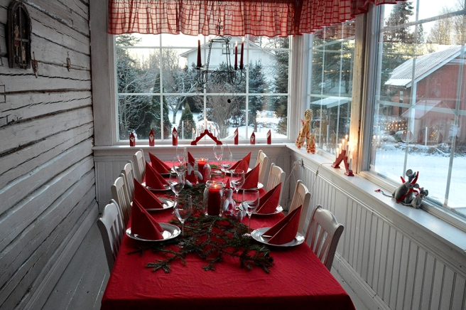 Vackert dukat på verandan i Villa Limppu.