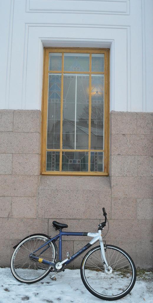 Det här är ett av Lovisa gymnasiums fönster.