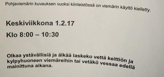 Förbjudet att tappa vatten eller att spola i toaletten mellan klockan 8.00 och 10.30.