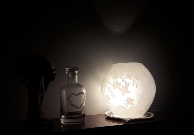 Tycker mycket om den här lampan, Knubbig från Ikea. Tillsammans med levande ljus skapar den stämning.