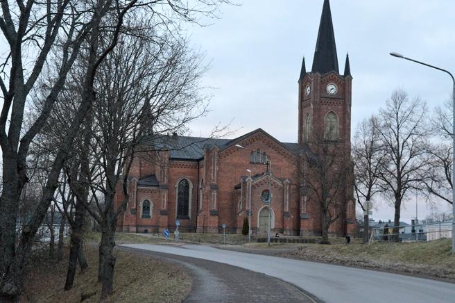 Lovisa kyrka har jag fotograferat många gånger, men inte exakt från denna vinkel.