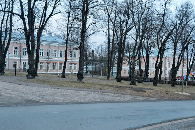 Kyrkoparken, Segermanska huset med Andelsbanken och till höger rådhuset.