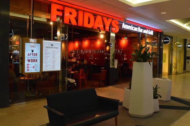 Nu har också TC fått Fridays. Gillar deras mat, men hade inte den här gången tid att äta här.
