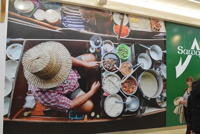 En vacker vägg i Täby centrum där jag ser olika saker som tangerar veckans ord.